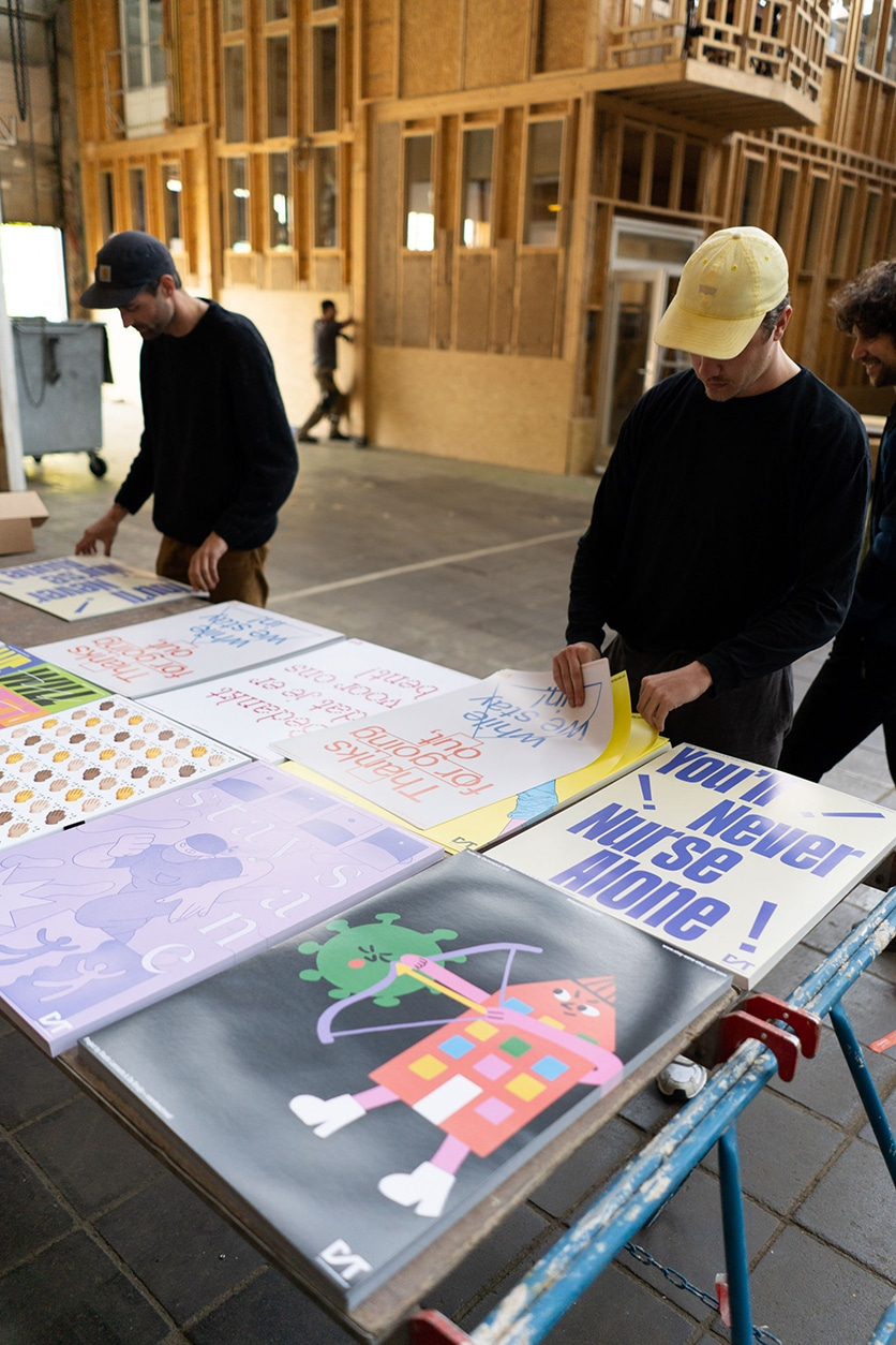 Préparation des affiches pour les hopitaux